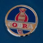Shelby Cobra Logoschild auf Autohaube