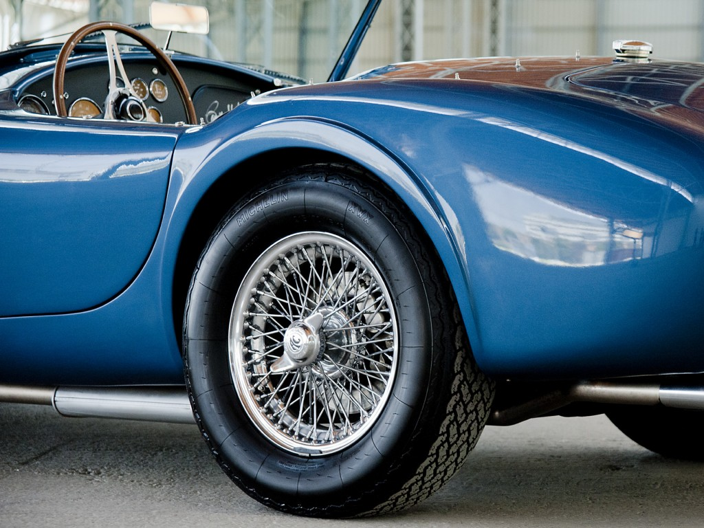 Hinterachse des Shelby Cobra CSX2104 in Guardsman Blue