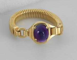 """Cartier Amethyst-Armband Gold 750, Modell """"Tuyau à Gaz"""" Amethyst im Cabochonschliff ca. 35 ct Länge ca. 20 cm, Mitte 20. Jh., Schätzwert € 9.000 – 12.000 Auktion Juwelen 21. April 2016"""