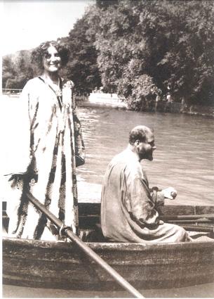 Emilie Flöge (mit Muffkette) und Gustav Klimt