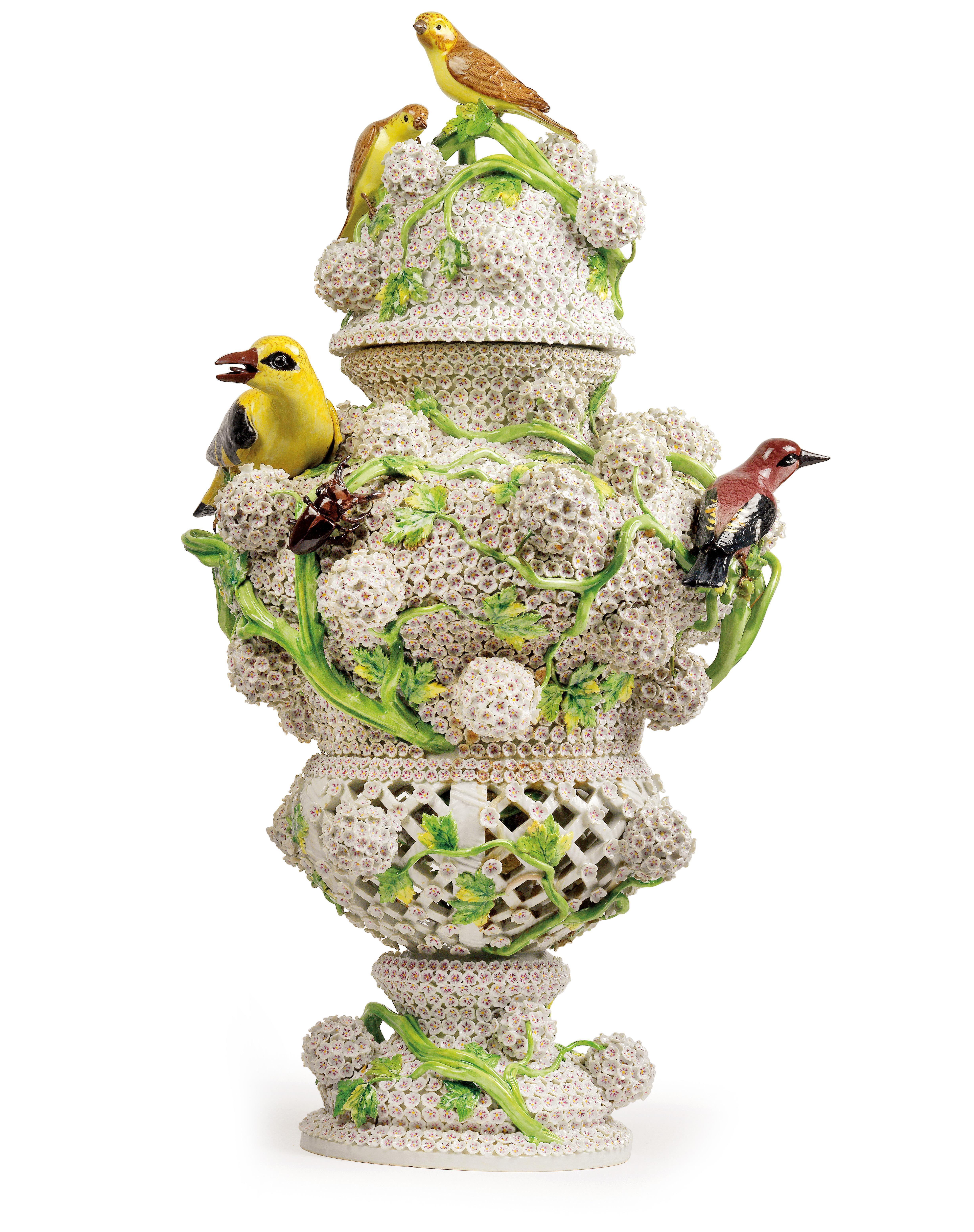 kunstvolle schneeballbl ten florale vasen dorotheum kunst blog. Black Bedroom Furniture Sets. Home Design Ideas