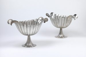 Josef Hoffmann, Zwei Silberaufsätze mit Henkeln