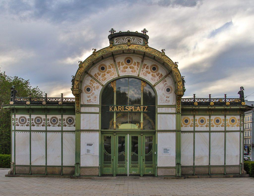 Karlsplatz U-Bahn Station