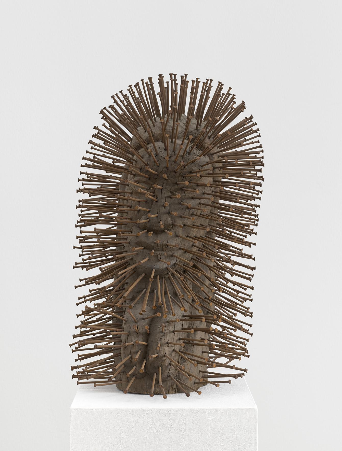 Günther Uecker, Kopf, 1955/56, signiert Uecker, Nägel auf Holz, 60 x 34 x 38 cm, € 300.000 – 400.000