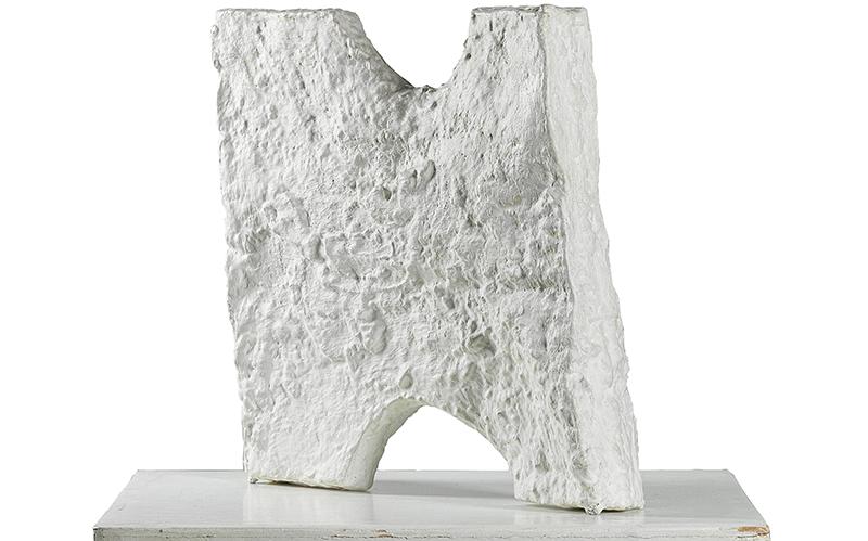 Franz West (1947-2012), BI 4 (Paßstück), 1990, betitelt mit Schablone (?) BI 4 (Biennale Paßstück 4 of 11 exhibited), bemalter Aluminiumguss, 49 x 50 x 10 cm, Sockel 69 x 60 x 63 cm, Schätzwert € 70.000 – 100.000