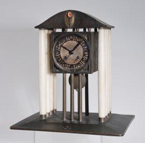 """Josef Hoffmann, Tisch- bzw. Kaminuhr (Originaltitel: """"Uhr""""), Wiener Werkstätte, Wien, 1903, SChätzwert €100.000 – 150.000"""